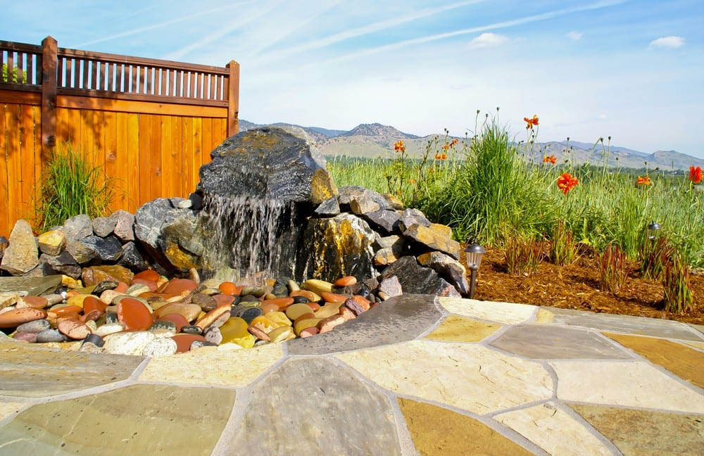 Ohan-Flagstone-Patio-and-Water-Feature-close-up-(large)