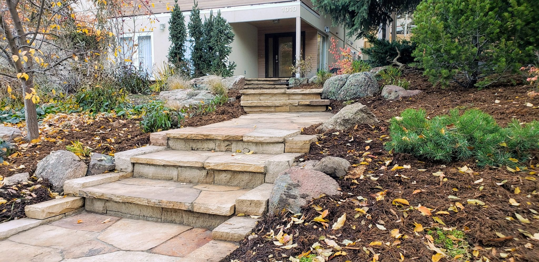 buff sandstone mulch accent boulders